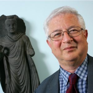 Picture of Prof Richard Gombrich with a Buddha statue in the background